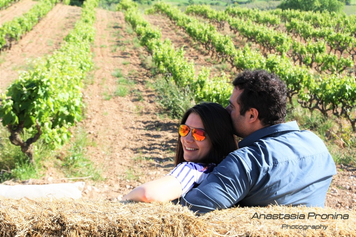 Romantic photos of couple Barcelona