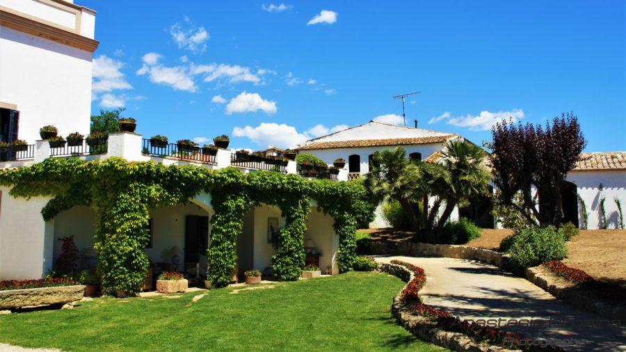 Magnifica bodega Can Bas  es un edificio histórico en el centro del Penedès